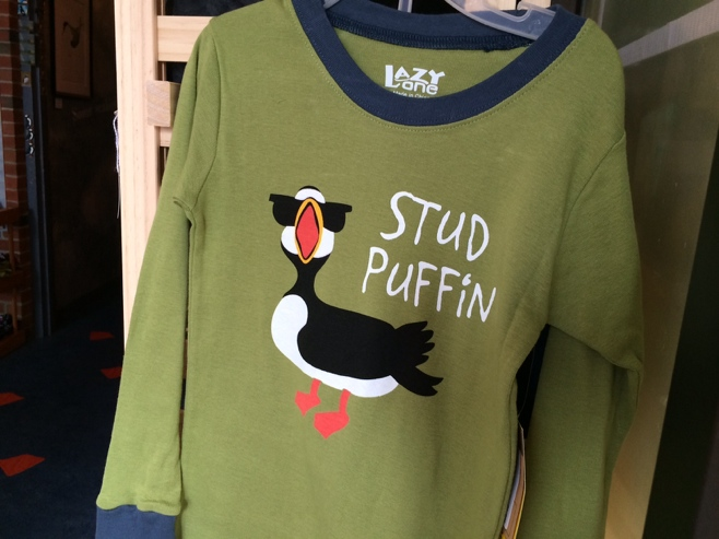 T-shirt with stud puffin written on the front