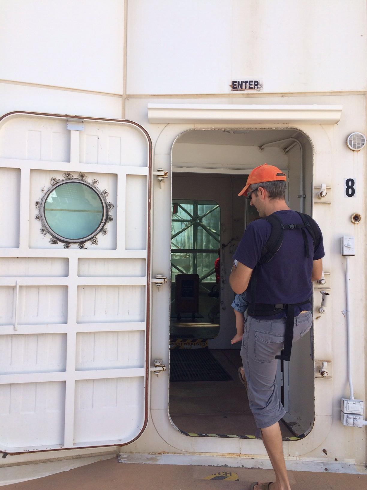 Airlock door