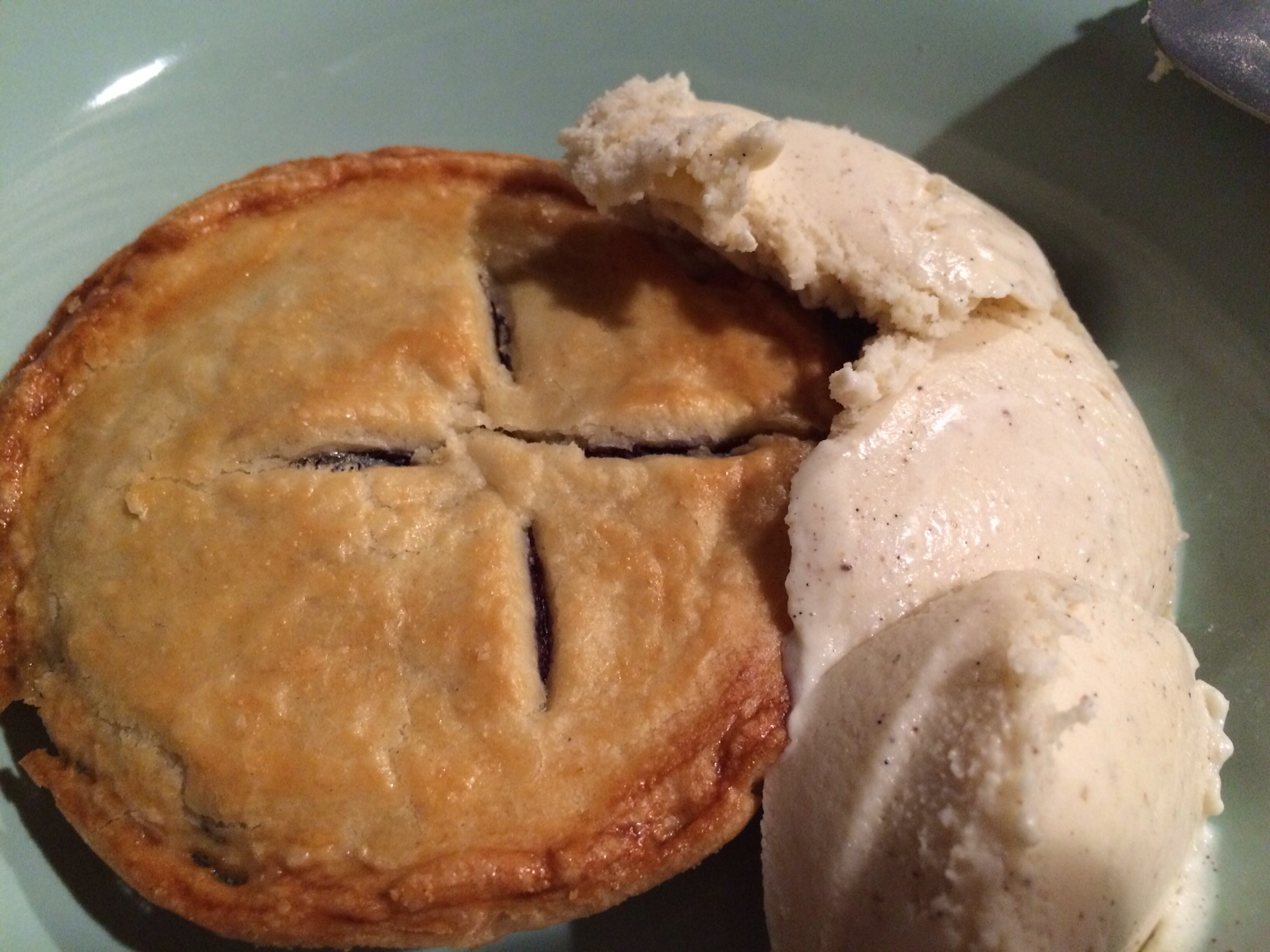 Blueberry pie and ice cream