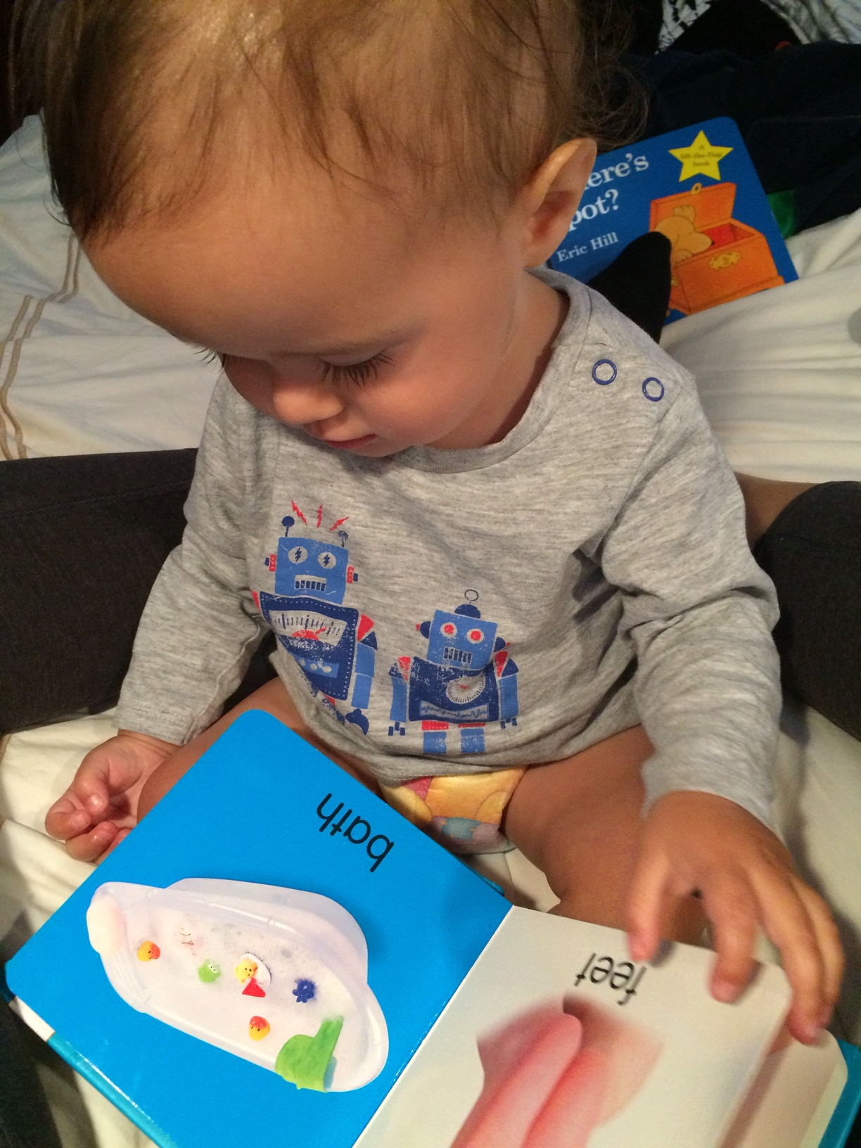 Baby boy o reading